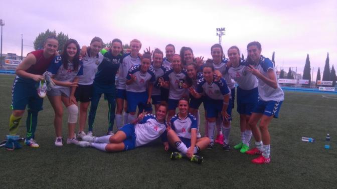Foto @CDTAlcaine: las jugadoras celebran la victoria ante el UDG Tenerife.