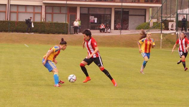 Foto @Athletic_Fem: Erika, en un lance del partido ante el Valencia.