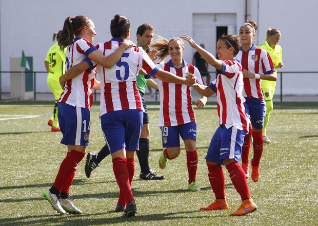 Foto Atlético de Madrid: las jugadoras celebran un gol.