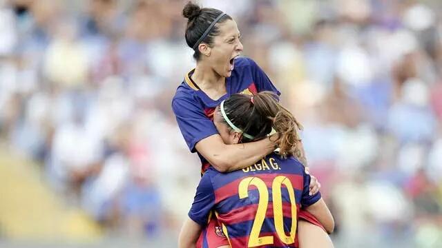 Foto Santiago Ferrero: Jenni Hermoso celebra uno de sus goles con Olga García.