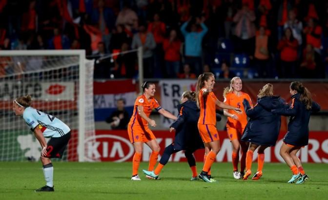 Veje mete a Dinamarca en cuartos y Holanda pasa con pleno de victorias
