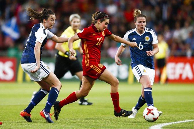 España pasa a cuartos con derrota, sufrimiento y nervios (1-0)