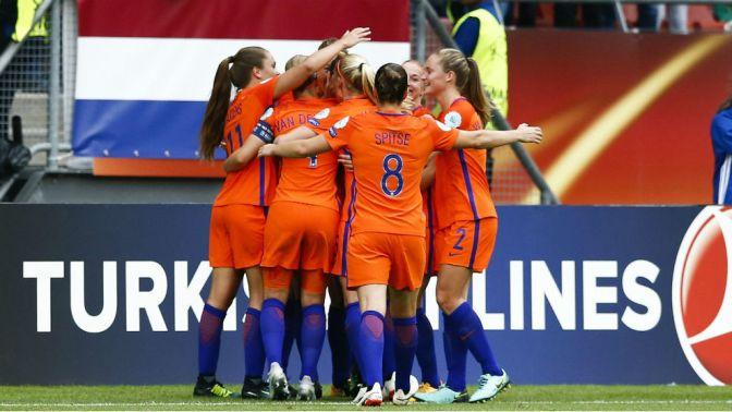 Las anfitrionas abrieron la Euro con victoria y Dinamarca sufrió para ganar